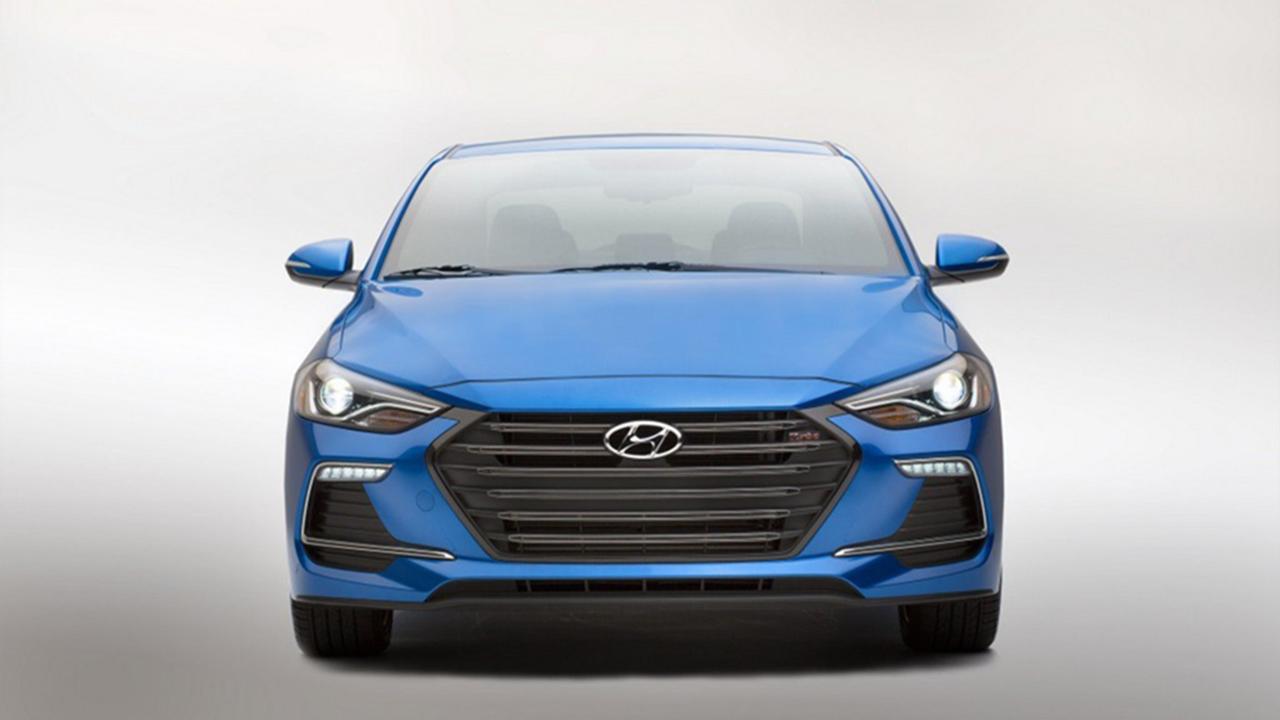 Hyundai Elantra Sport спереди фото