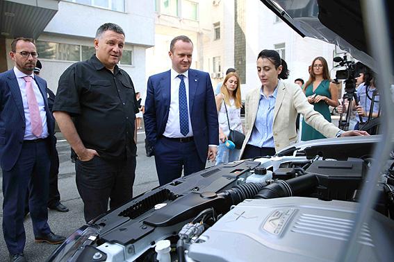 Mitsubishi Outlander PHEV и Аваков