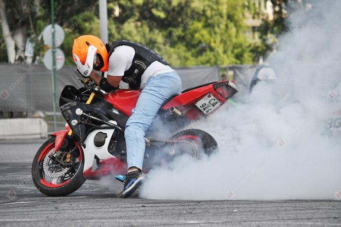 SPORT Edition мотоцикл палит резину